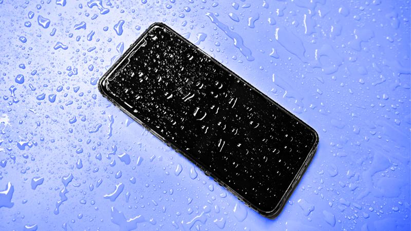 8 étapes pour sauver votre téléphone des dégâts d'eau  – Iphonix.fr