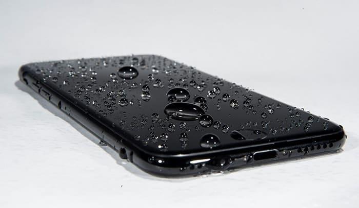 Comment éliminer l'eau des haut-parleurs iPhone