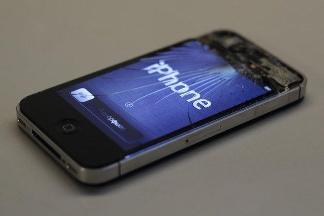 Comment remplacer ou réparer un iPhone avec un écran cassé