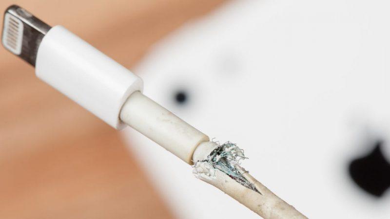 Comment réparer un chargeur iPhone ou iPad qui semble cassé