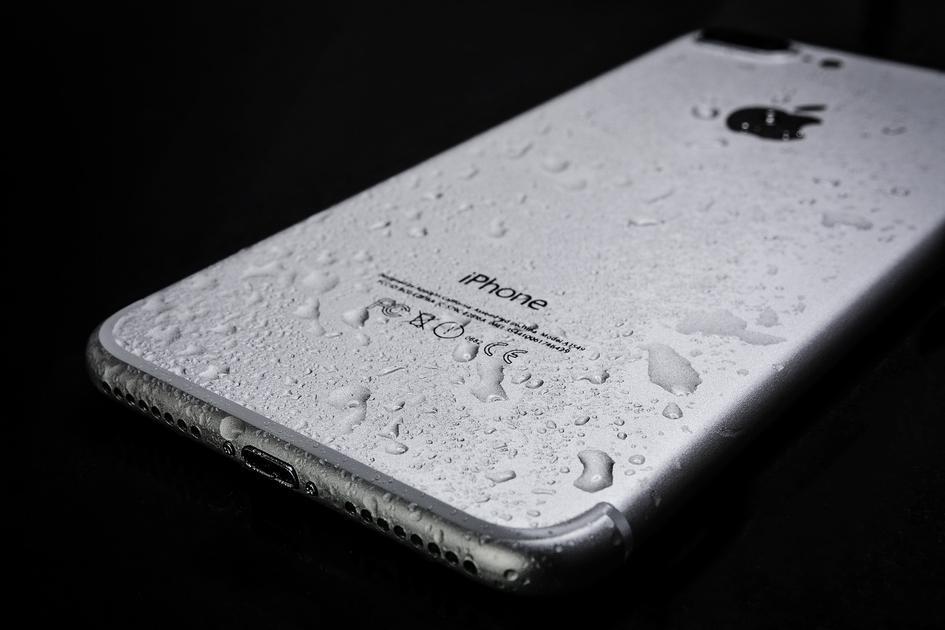 Comment réparer un téléphone endommagé par de l'eau propre ou sale