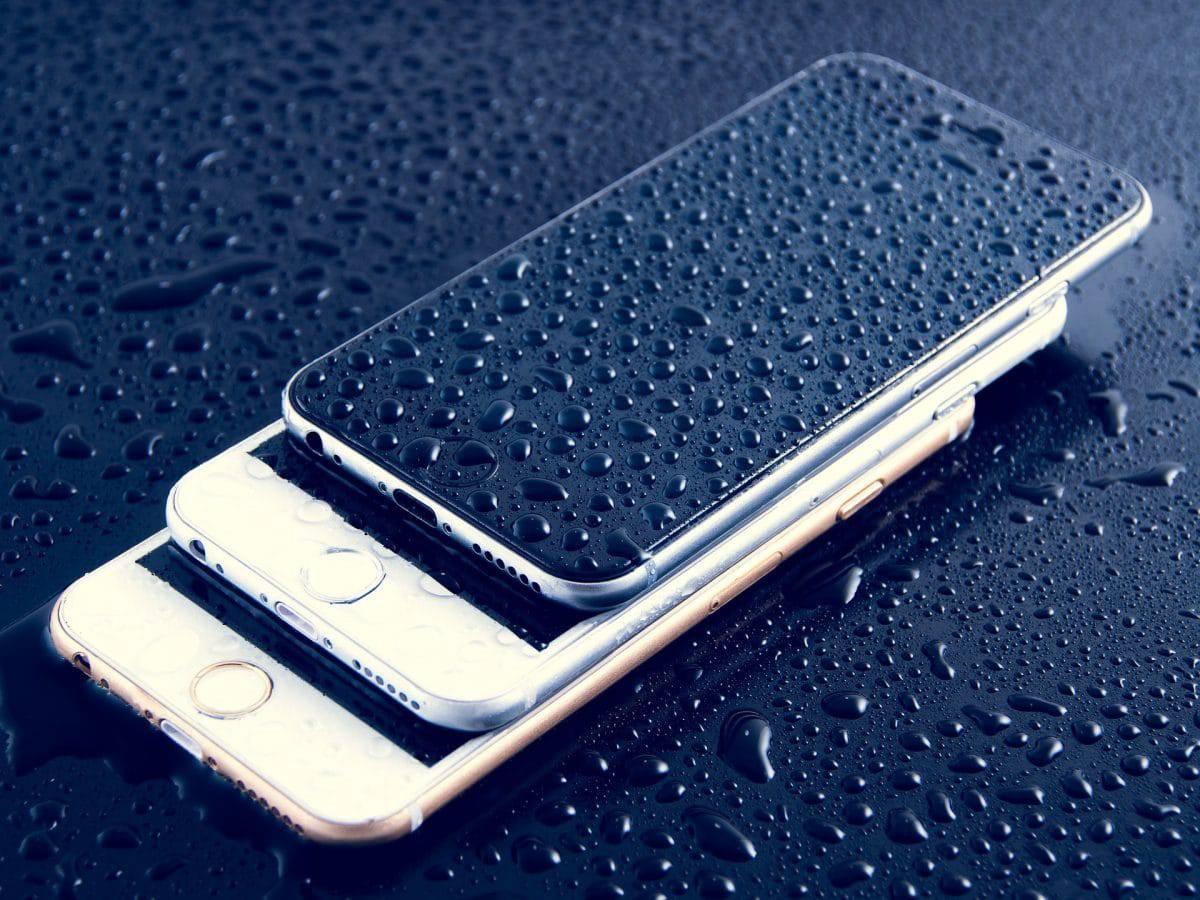 IPhone laissé tomber dans l'eau?  (Comment réparer les dommages causés par les liquides)