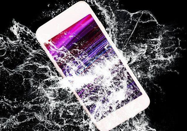 Que faire après que votre téléphone tombe dans l'eau