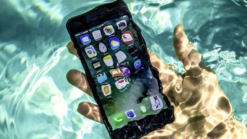 Voici ce qu'il faut faire après avoir laissé tomber votre iPhone dans l'eau