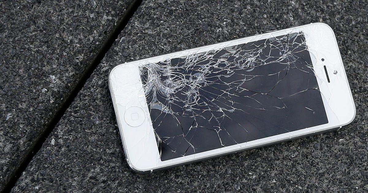 Que faire si l'écran de votre iPhone est fissuré ou cassé et comment éviter tout dommage supplémentaire