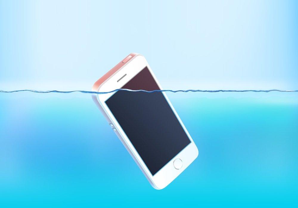 Laisser tomber votre téléphone dans l'eau?  Pourquoi vous ne devriez pas le mettre dans le riz