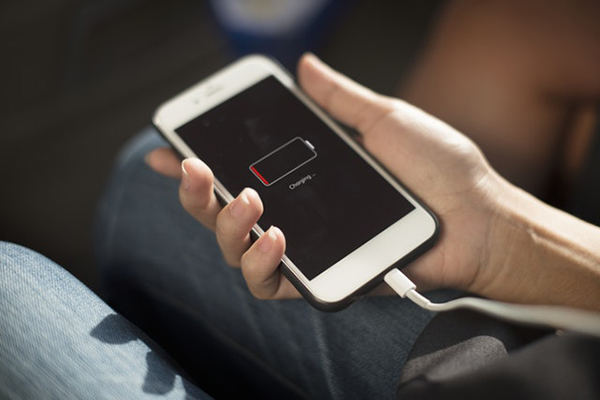 L'iPhone XS / XS Max / XR / X / 8/7/6/5 ne se charge pas?  Voici le vrai correctif!