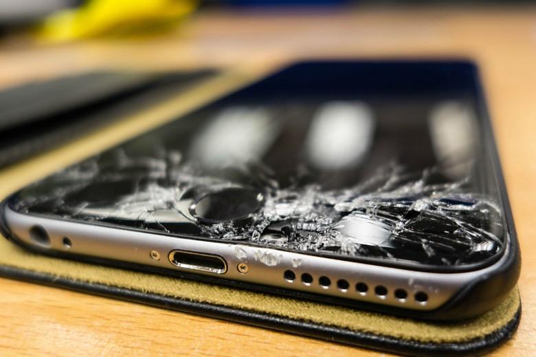 Ne remplacez pas votre iPhone cassé!  C'est probablement moins cher de le réparer.