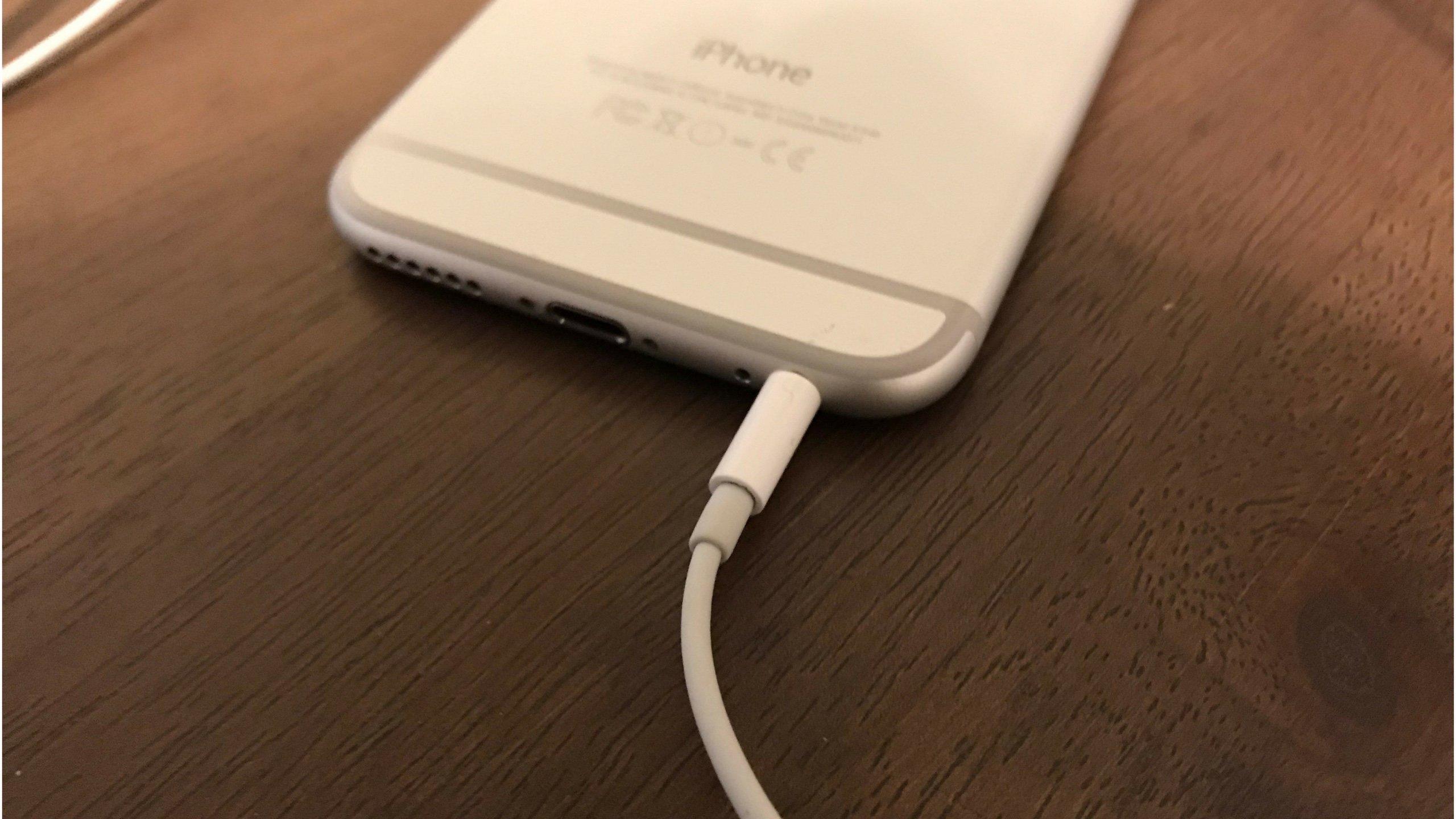 iPhone 6 bloqué en mode casque?  Voici pourquoi et la solution!